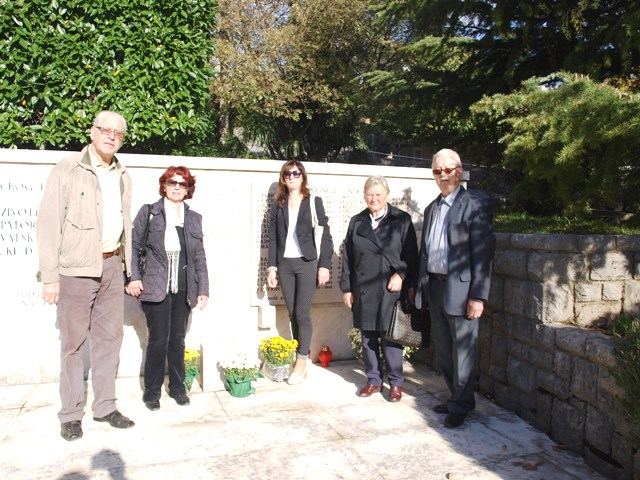 Pred centralnim spomenikom borcima i žrtvama iz NOB-a